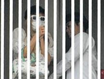 画像___ローラと有田哲平が熱愛_ブログ写真なども「動かぬ証拠」に_-_NAVER_まとめ