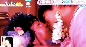イモトアヤコ「城田優と生放送中の生キスで放心状態」スッキリ_-_YouTube